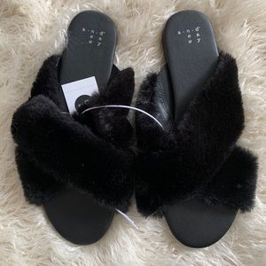 A New Day Fuzzy Slides Black Faux Fur 8.5 NWT